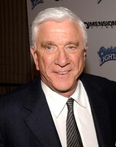 https://lapelliculebrule.files.wordpress.com/2010/01/5e14f-leslie-nielsen.jpg