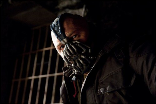 Batman-dark-knight-rises-Christopher-Nolan-Christian-Bale-Tom-Hardy-Marion-Cotillard-Mickael-Caine-Gary-Oldman-Morgan-Freeman-4