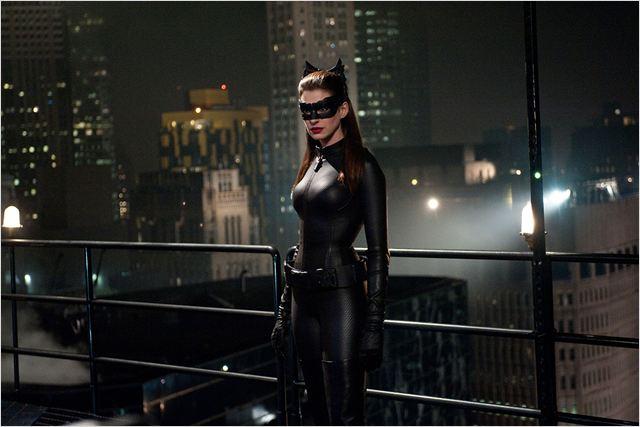 Batman-dark-knight-rises-Christopher-Nolan-Christian-Bale-Tom-Hardy-Marion-Cotillard-Mickael-Caine-Gary-Oldman-Morgan-Freeman-9