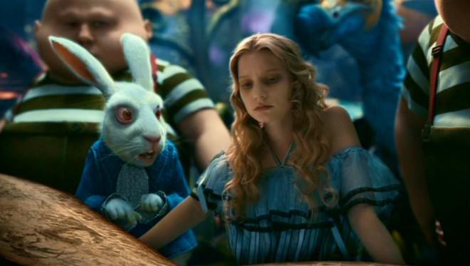 Dark-shadows-Tim-Burton-Johnny-Depp-Eva-Green-Helena-Bonham-Carter-Michelle-Pfeiffe-Chloe Moret-Christopher Lee-3