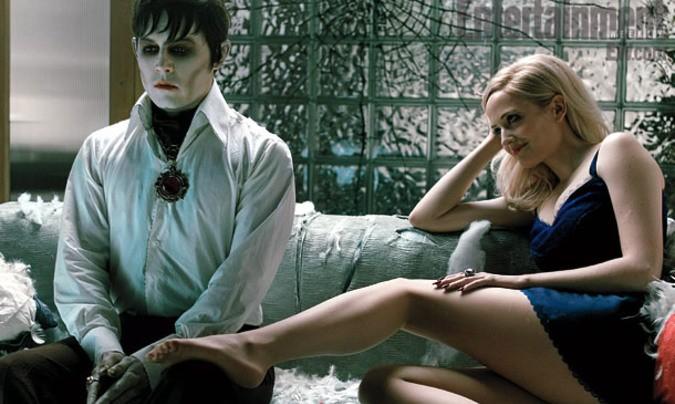 Dark-shadows-Tim-Burton-Johnny-Depp-Eva-Green-Helena-Bonham-Carter-Michelle-Pfeiffe-Chloe Moret-Christopher Lee-9