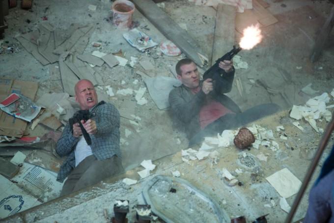 Die-Hard-5-Belle-journée-pour-mourir-Bruce-Willis-John-Moore-Sebastian-Koch-1