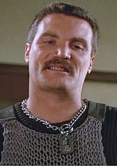 Vernon Wells est cuir / moustache...euh non Commando...